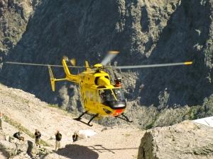 Leserfoto von Jonas Wölfle: Christoph Murnau (D-HBKK) bei einem internistischen Notfall in 2051 Metern an der Knorrhütte(Zugspitzgebiet)