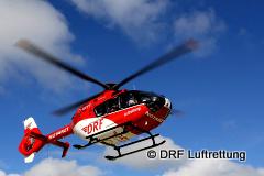 Rettungshubschrauber der DRF Luftrettung im Flug-240